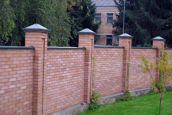 Кирпичный забор, забор из кирпича